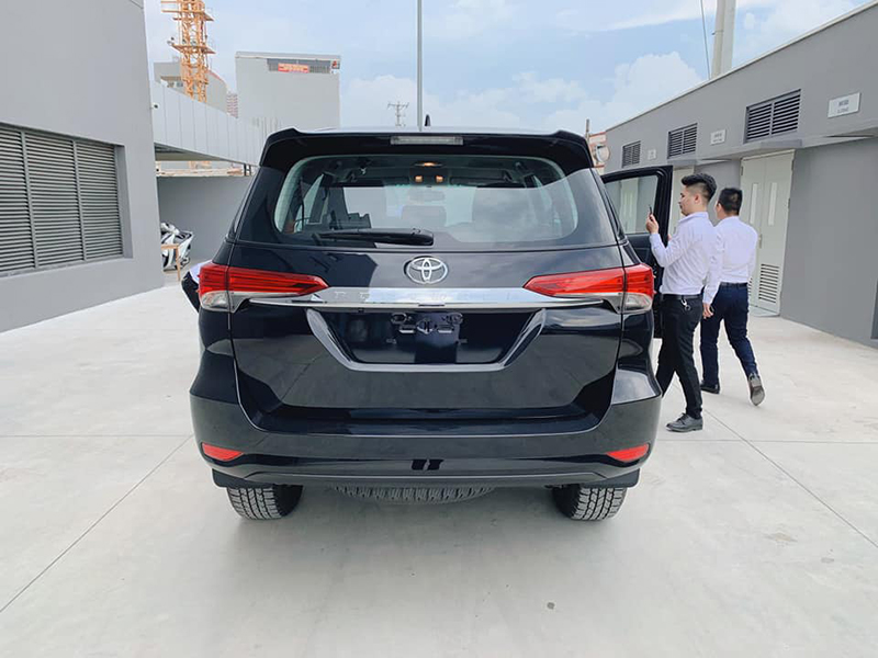duoi xe toyota fortuner may dau at 24l 2021 toyotalongphuoc vn - Chi tiết xe Fortuner 2021 máy dầu số tự động 2.4AT