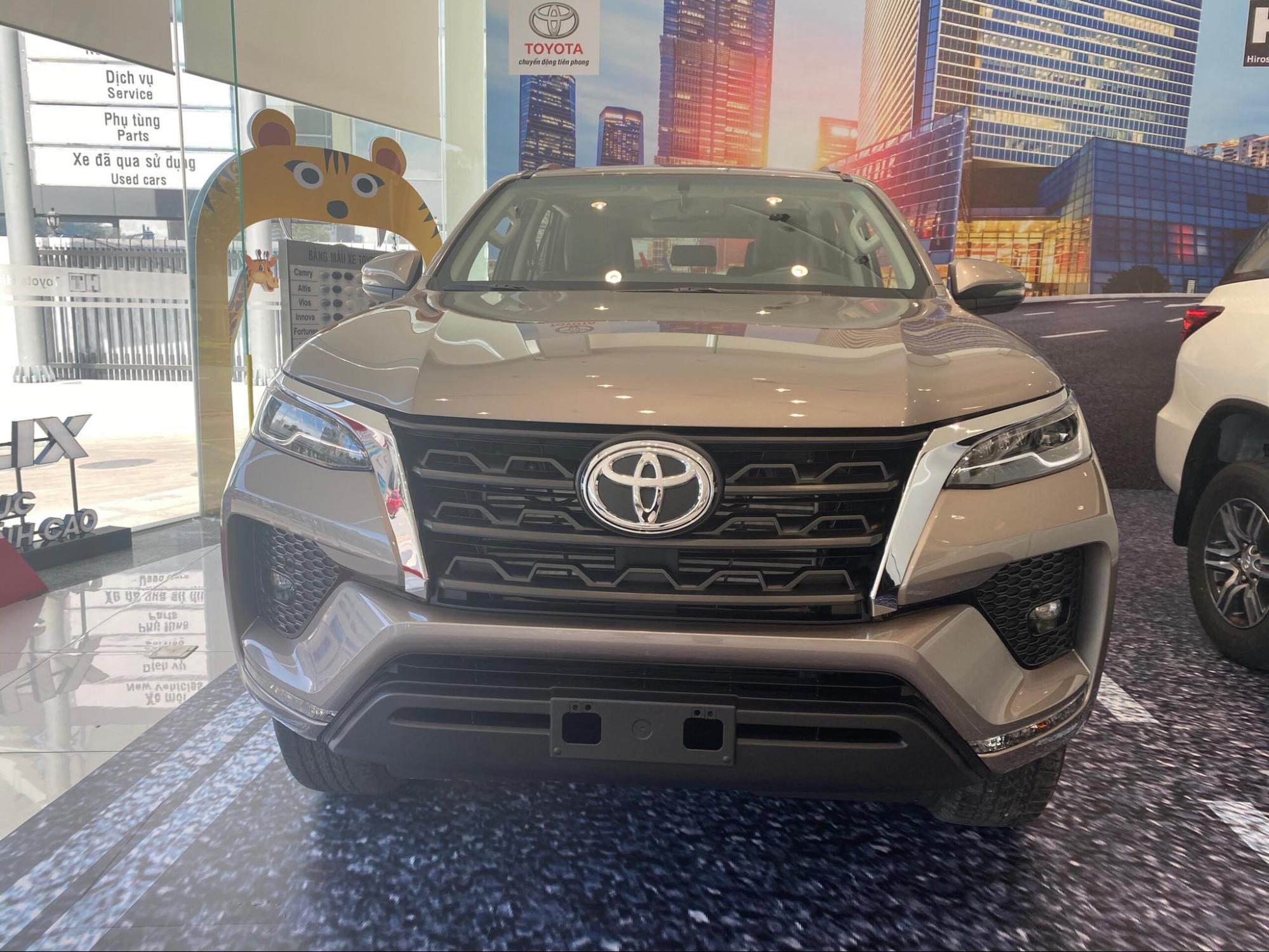sanh toyota fortuner 2021 va kia sorento 2021 ke tam lang nguoi nua can toyotalongphuoc vn 2 - So sánh Vinfast Lux SA 2.0 và Toyota Fortuner bản cao cấp có gì khác biệt?