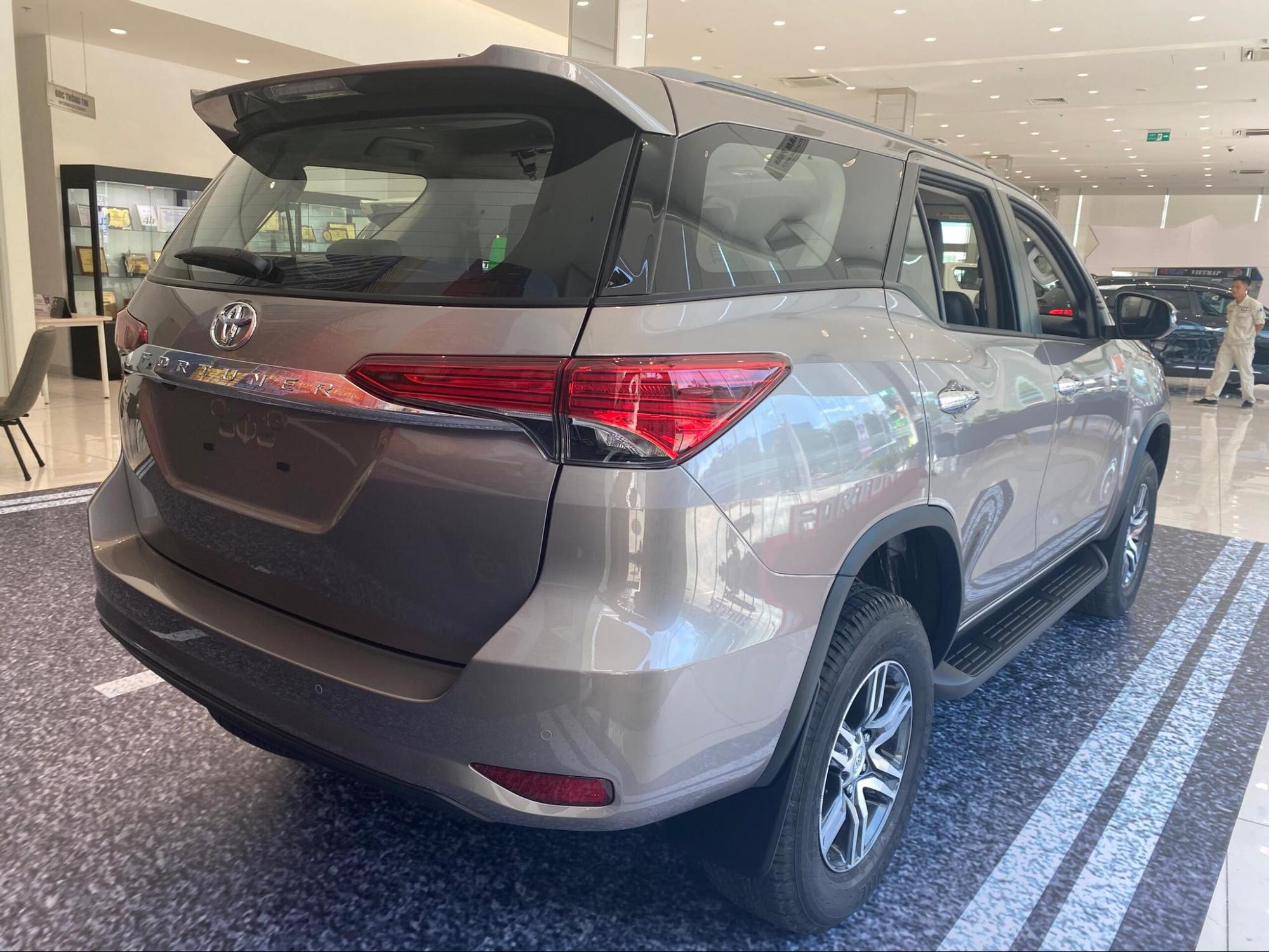 sanh toyota fortuner 2021 va kia sorento 2021 ke tam lang nguoi nua can toyotalongphuoc vn 5 - So sánh Vinfast Lux SA 2.0 và Toyota Fortuner bản cao cấp có gì khác biệt?