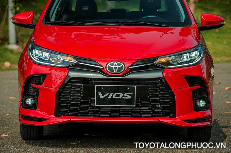 den pha xe Toyota Vios GR S 2021 toyotalongphuoc vn - So sánh Toyota Vios GR-S 2021 và Honda City RS 2021: Cạnh tranh khốc liệt trong phiên bản mới