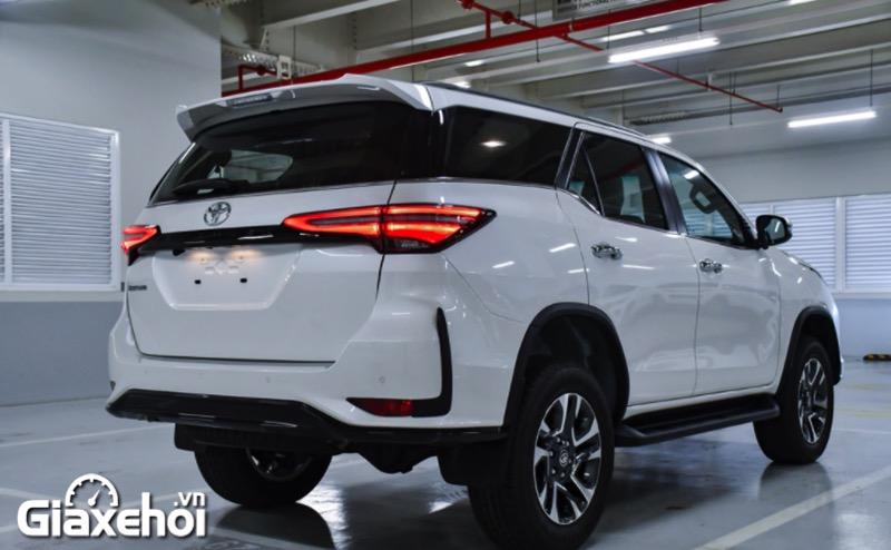 duoi xe toyota fortuner legender 2 4at 2021 toyotalongphuoc vn - Chi tiết Toyota Fortuner Legender 2.4 AT 4x2 2021: Cải tiến mới về ngoại thất cùng tính năng vận hành