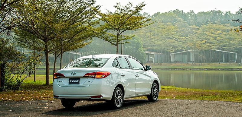 duoi xe toyota vios 15e cvt 2021 7 tui khi toyotalongphuoc vn - Đánh giá xe Toyota Vios E CVT 2021 (7 túi khí): Mẫu xe gia đình hoàn hảo