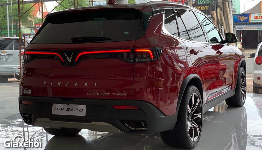 duoi xe vinfast lux sa2.0 2021 vinfastpro vn - So sánh Vinfast Lux SA 2.0 và Toyota Fortuner bản cao cấp có gì khác biệt?