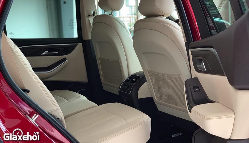 khoang hanh khach vinfast lux sa2.0 2021 vinfastpro vn - So sánh Vinfast Lux SA 2.0 và Toyota Fortuner bản cao cấp có gì khác biệt?