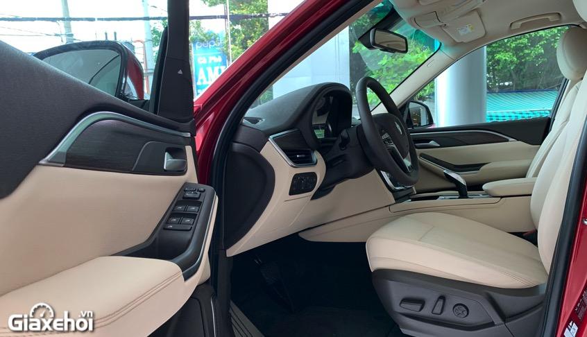 khoang lai xe vinfast lux sa2.0 2021 vinfastpro vn - So sánh Vinfast Lux SA 2.0 và Toyota Fortuner bản cao cấp có gì khác biệt?