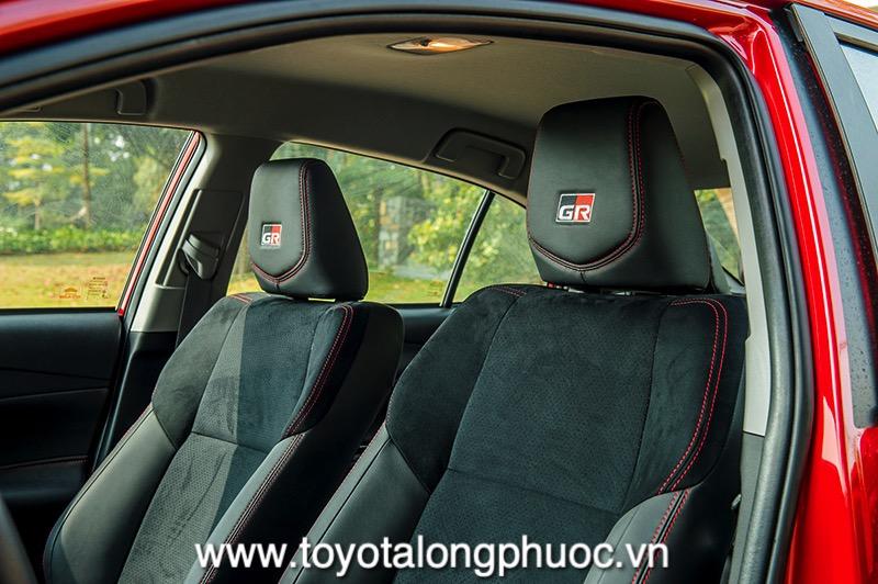 logo tren ghe xe Toyota Vios GR S 2021 Toyotalongphuoc vn - Đánh giá Toyota Vios GR-S 2021: Phiên bản thể thao cực hấp dẫn