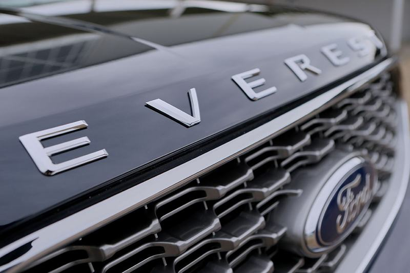 "mat galang ford everest 2021 thailan muaxegiatot vn - Đánh giá xe Ford Everest 2022, Xe 7 chỗ khiến Fortuner ""hít khói"""
